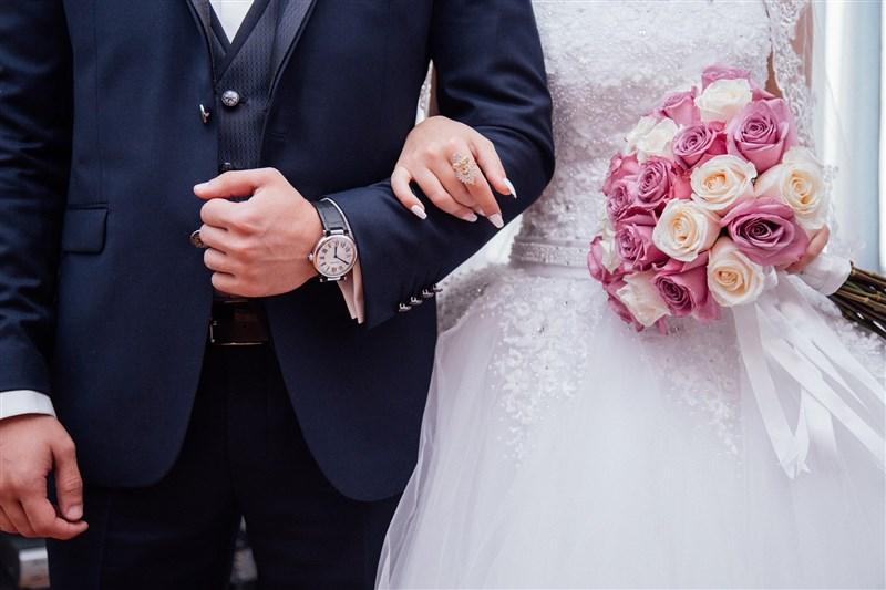 台灣去年首度出現人口負成長,專家指出,今年恐面臨16萬新生兒保衛戰,要延緩人口老化,更該回頭關注結婚率下降的原因。(圖取自Pixabay圖庫)