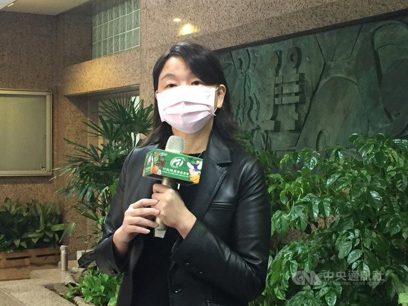 「農產品標章管理辦法」是農委會主管標章的法規,台灣豬證明標章卻不在其中,疑因上路倉促來不及修法納管而紛擾叢生。農委會主秘范美玲(圖)15日表示,後續會檢視是否納入相關規範處理。中央社記者楊淑閔攝 110年1月15日
