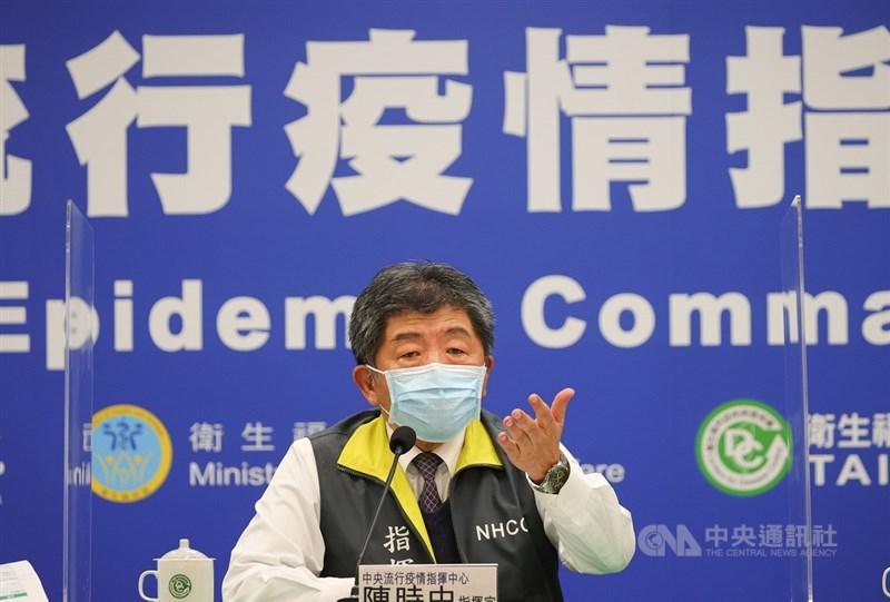 疫情指揮中心指揮官陳時中16、17日抱病主持記者會,他表示,有維持安全距離、戴口罩,且武漢肺炎核酸檢驗陰性。(中央社檔案照片)