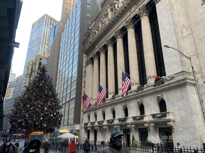 美國準財長葉倫支持更大規模紓困方案,美股19日收高。圖為紐約證交所。(中央社檔案照片)