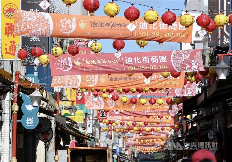 武漢肺炎疫情升溫,台北市長柯文哲20日宣布,迪化街年貨大街實體活動取消。中央社記者張皓安攝 110年1月20日