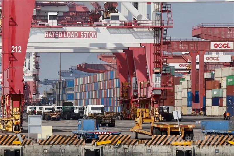 台灣2020年出口金額3452.8億美元創下歷史新高,CRIF中華徵信所卻點出亮麗成績背後的3隱憂。(示意圖/中央社檔案照片)