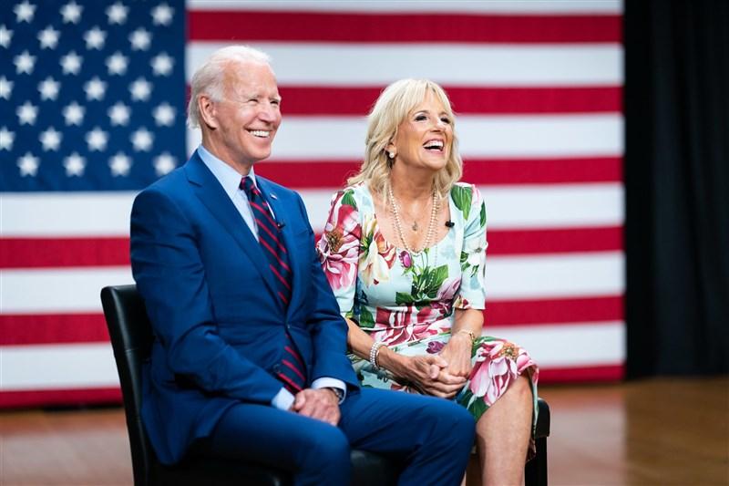 英國「衛報」報導,除拜登(左)本人之外,在拜登從政生涯投入最多的就是他的妻子吉兒.拜登(右)。(圖取自facebook.com/joebiden)