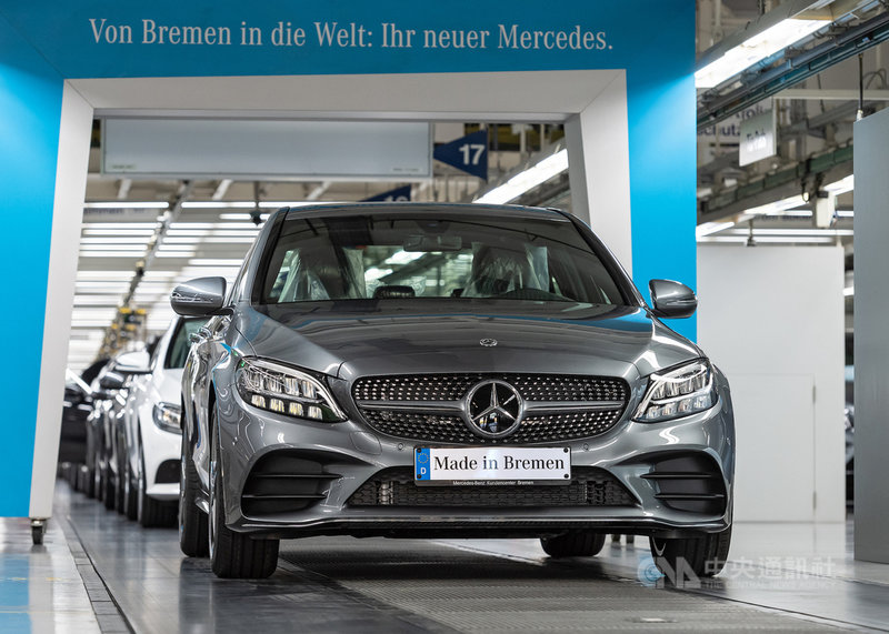 車用晶片短缺,德國車廠戴姆勒(Daimler)在德國最大的不來梅(Bremen)廠因此被迫減產,圖為該廠生產的賓士(Mercedes-Benz)C系列轎車。(戴姆勒提供)中央社記者林育立柏林傳真 110年1月24日