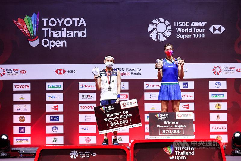 球后戴資穎(左)24日在豐田泰國羽球公開賽決賽中再度輸給西班牙前球后馬琳,摘下銀牌。(泰國羽球協會提供)中央社記者呂欣憓曼谷傳真 110年1月24日