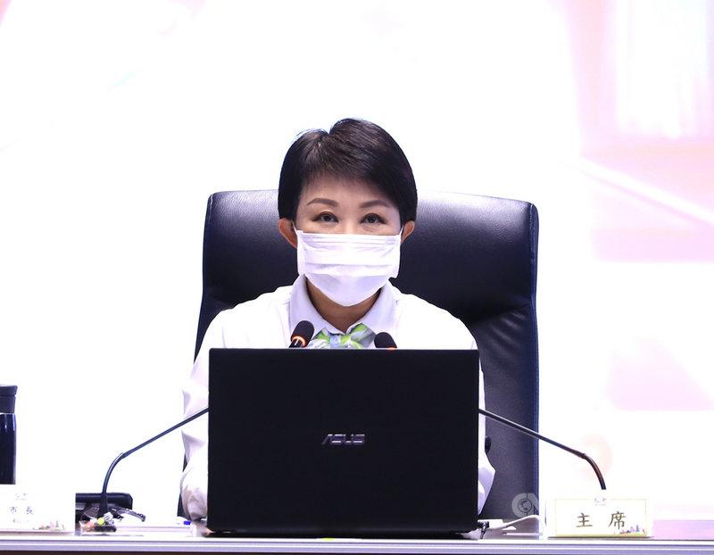台中市長盧秀燕26日在市政會議表示,台中平常居家檢疫人數約2000多人,但目前已倍增近5000人,歡迎市民回家,但請配合防疫措施。中央社記者郝雪卿攝 110年1月26日