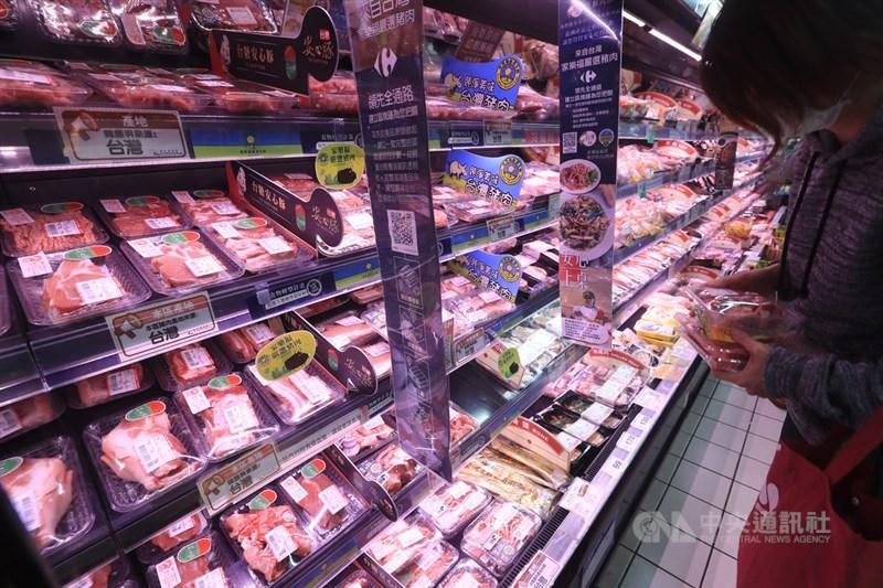 針對台灣開放含萊劑美豬進口,中國大陸國台辦表示嚴禁台灣生產或轉運肉類產品輸入。農委會表示,生鮮肉從未輸銷過中國大陸。(中央社檔案照片)