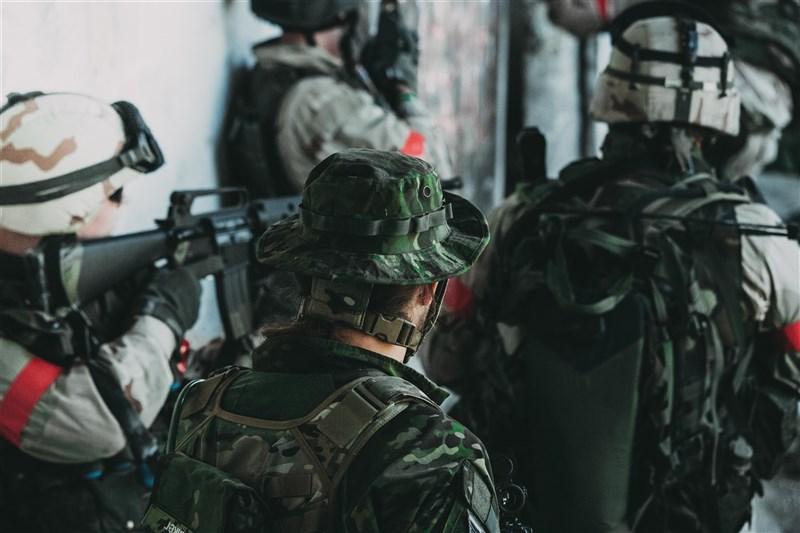 瑞典軍方為吸引更多女性從軍,致力於打造性別友善環境、增進職場平權,讓女性的軍旅生活更自在。(示意圖/圖取自Unsplash圖庫)