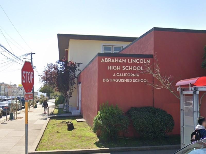 舊金山教育委員會投票通過,市內44間以種族歧視、蓄奴或殖民有關人士命名的學校都將改名。圖為舊金山公立林肯高中。(圖取自Google地圖網頁Google.com.tw/maps)