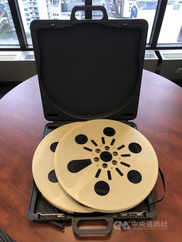 駐多倫多辦事處將一批年代橫跨1977年至1994年的16釐米國產影片拷貝,捐贈多倫多大學影視檔案圖書館。(駐多倫多辦事處提供)中央社記者胡玉立多倫多傳真  110年1月29日