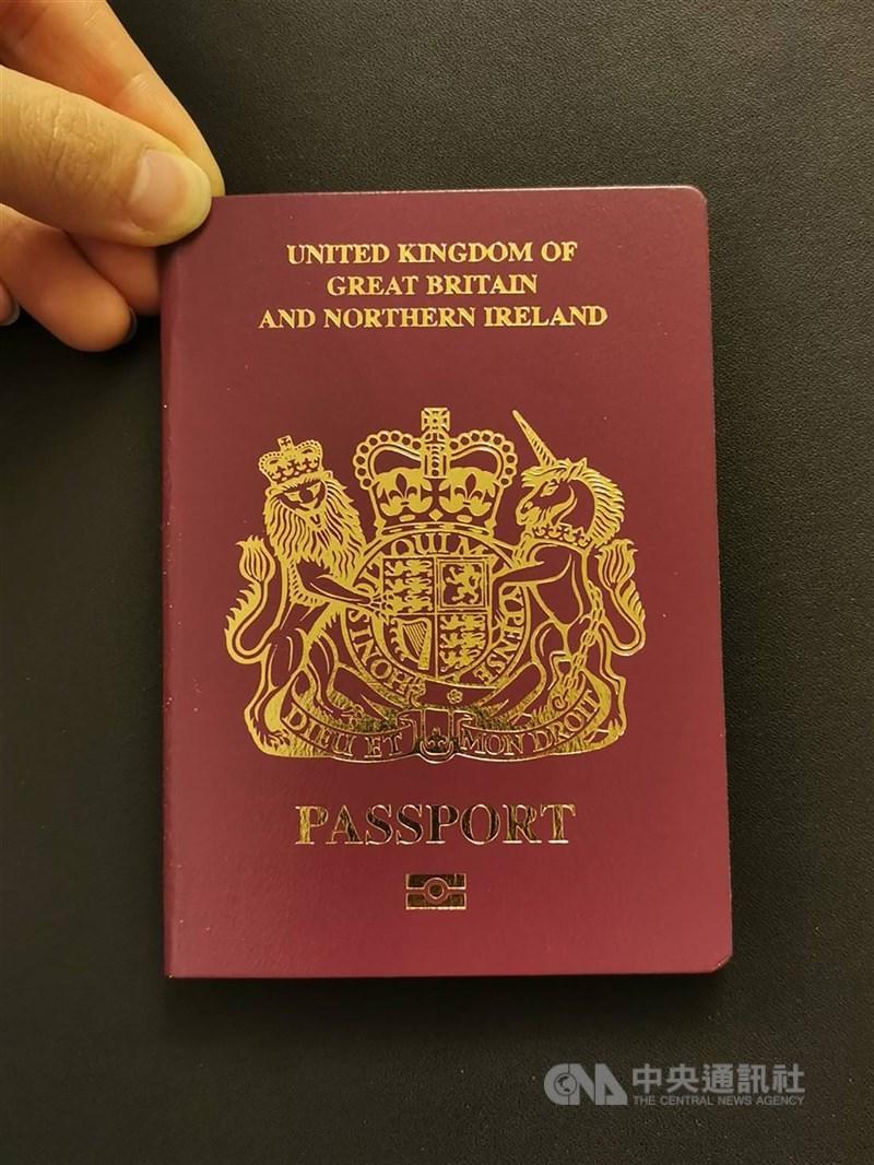 中國和香港29日先後宣布,自31日起不承認英國國民(海外)護照(俗稱BNO護照)作為有效旅行證件和身分證明。圖為BNO護照。中央社記者張謙香港攝 110年1月29日