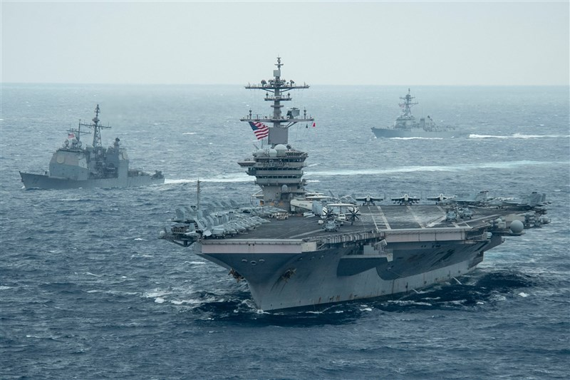 美國軍方29日表示,中國軍機過去一週在南海「不曾」對美國海軍在這個區域的航空母艦打擊群構成任何威脅。(圖取自facebook.com/USPacificFleet)