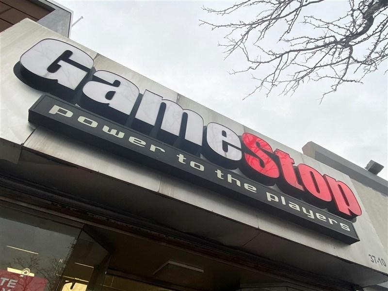 電玩零售商GameStop等股價近期狂飆,美國上演散戶鄉民打垮對沖基金引起白宮與國會關切。(路透社)