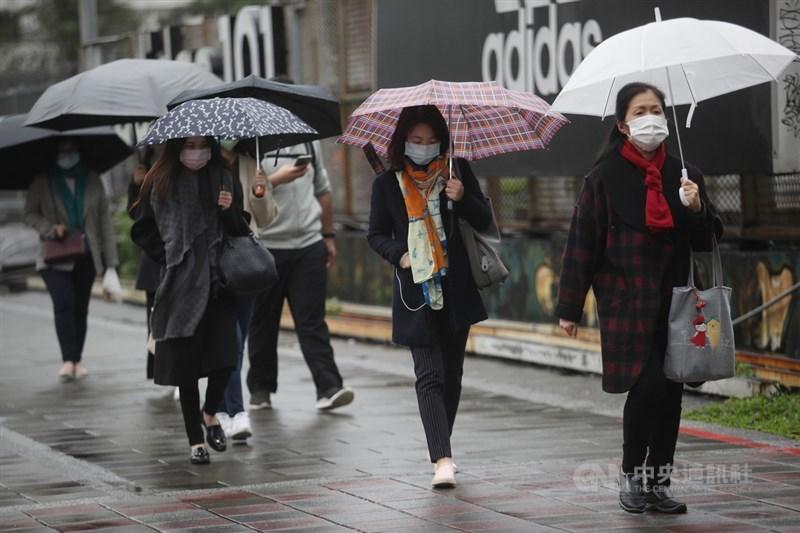 中央氣象局表示,16日上半天西半部多雲到晴;下午開始北部陸續降雨。(中央社檔案照片)
