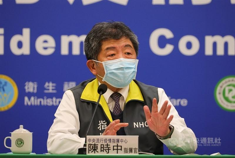疫情指揮中心指揮官陳時中(圖)2日說,印尼盼逐步恢復移工來台,台灣若有強烈需要會考慮解禁。不過疫情還在高峰,有待評估。(中央社檔案照片)