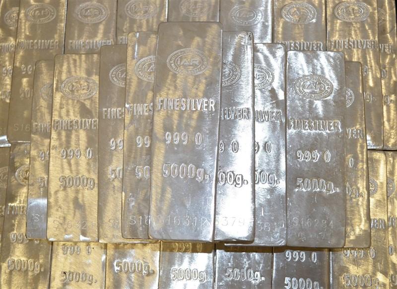 在散戶大軍進場追捧下,銀價1日攀升到8年來高點,一度漲破每盎司30美元大關。(圖取自Pixabay圖庫)