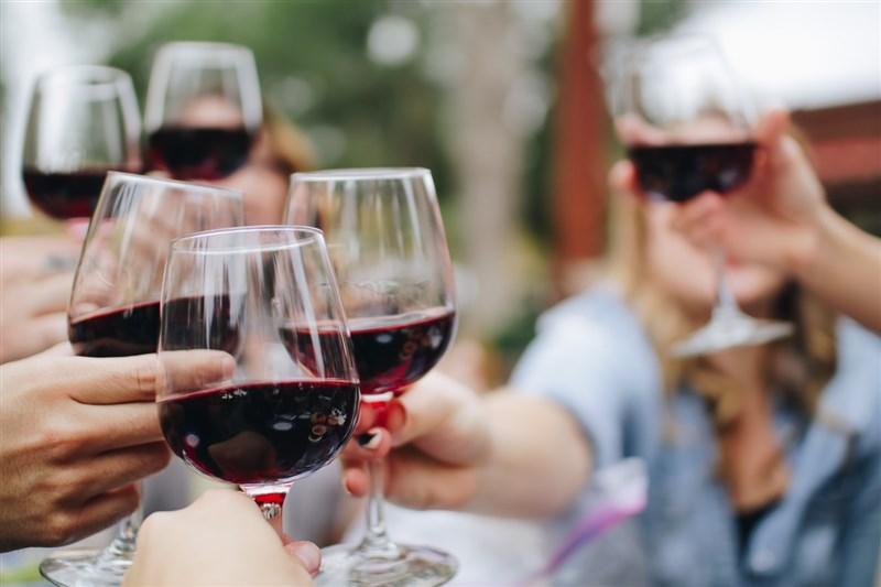 儘管中國去年底對澳洲生產的葡萄酒祭出高關稅,澳洲葡萄酒去年出口總額僅減少1%,對歐洲出口則創10年新高。(示意圖/圖取自Unsplash圖庫)