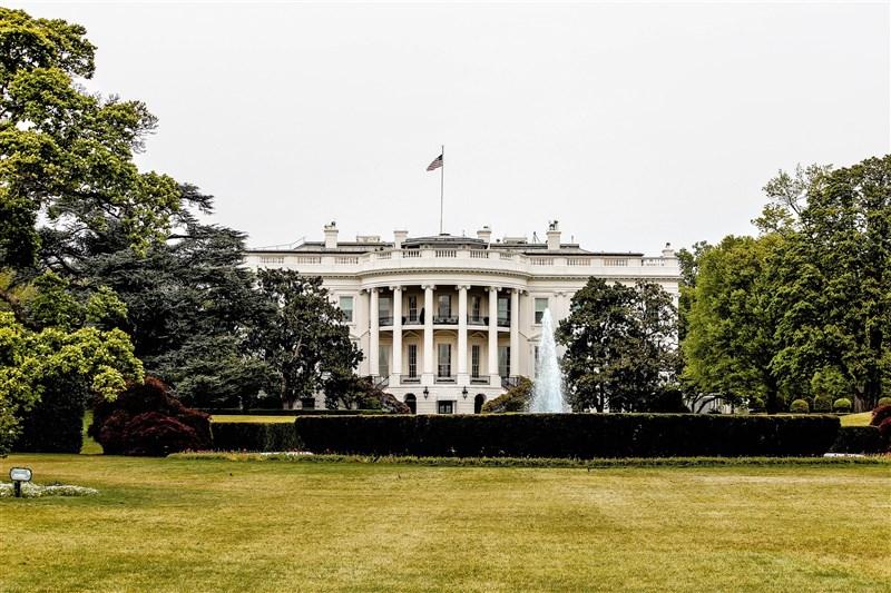 白宮國家安全會議發言人霍恩2日在答覆有關印中邊境對峙問題時說,美國對北京企圖恫嚇鄰國表示關切,正密切監控,並與盟友站在一起。圖為美國白宮。(圖取自Unsplash圖庫)