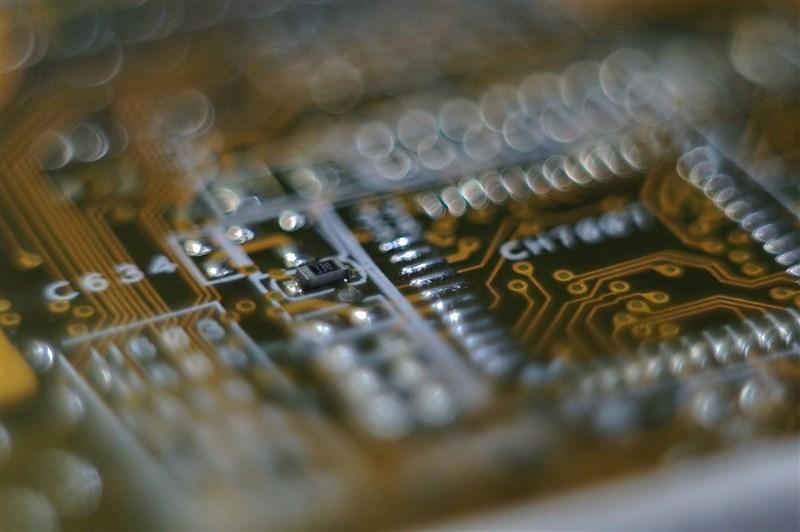 傳歐洲聯盟考慮在歐洲興建一座先進半導體工廠,業界龍頭台積電與南韓的三星電子可能參與計畫。(圖取自Pixabay圖庫)