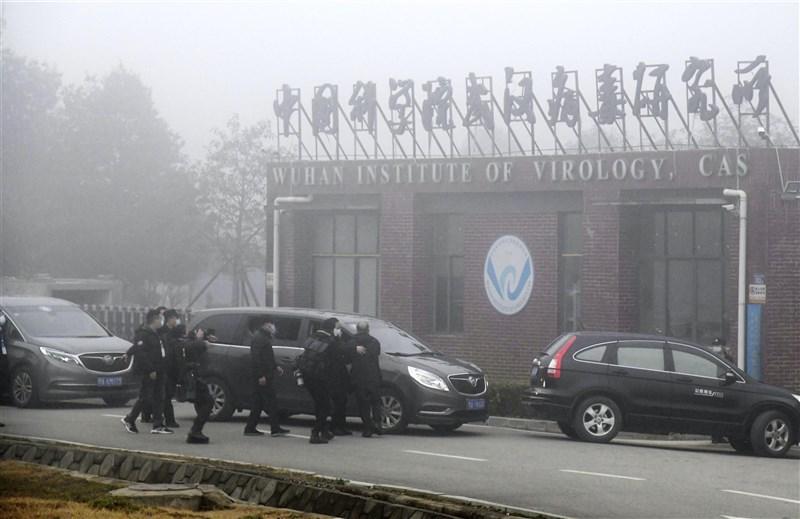 前美國國務卿蓬佩奧與華人智囊余茂春投書華爾街日報,指控中共對病毒研究著迷,卻不重視實驗室生物安全規範。圖為武漢病毒研究所。(共同社)