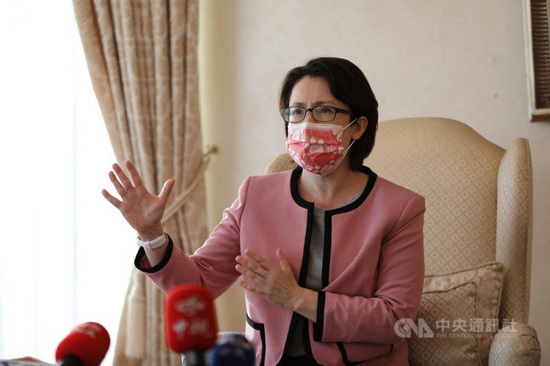 駐美代表蕭美琴美東時間5日表示,台灣還有許多領域在產業供應鏈上與美方有密切關係,台灣政府期待未來有更多供應鏈對話。中央社徐薇婷華盛頓攝  110年2月6日