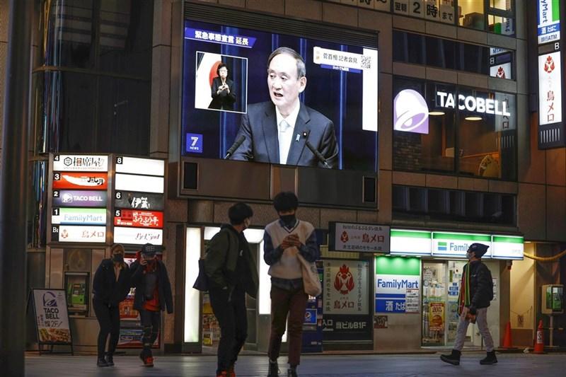 日本政府26日大致決定,除了首都圈1都3縣之外,6府縣可望28日解除緊急事態宣言。圖為2日大阪道頓堀。(共同社)