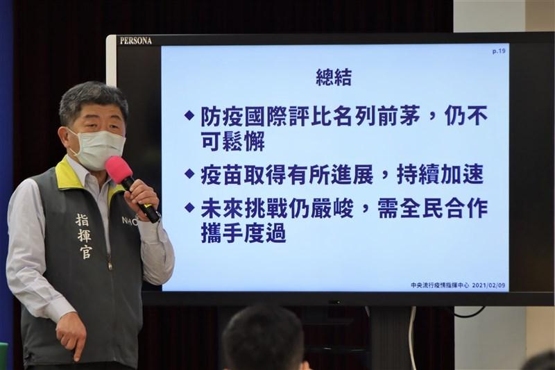 疫情指揮中心指揮官陳時中9日回應東洋代理BNT疫苗爭議時說,當時對疫苗防護效果、冷鏈設備考量,從沒計畫買1000萬劑BNT,另一家雅各臣比東洋還早破局。(指揮中心提供)
