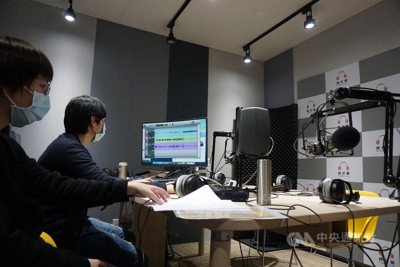 鏡好聽平台打造專業錄音室、聘請錄音團隊、訓練聲音主播,盼與出版社合作,讓有聲書的內容更加豐富。中央社記者陳秉弘攝 110年2月12日