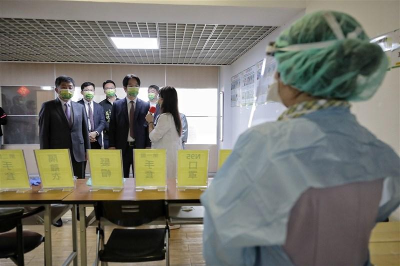 陳時中(後左1)14日表示,一年來共有331名武漢肺炎確診者是在集中檢疫所中被發現,這是很重要的防線。(圖取自Flickr;作者總統府,CC BY-SA 2.0)