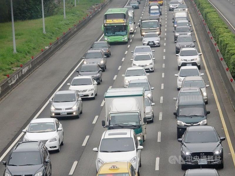 高公局預估大年初三交通量將高達140百萬車公里。(中央社檔案照片)