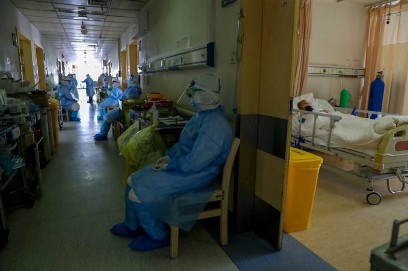 世衛組織5日指出,由世衛帶領專家赴中國武漢追查新型冠狀病毒源頭的報告預期在3月中旬公布。圖為2020年3月8日武漢紅十字會醫院加護病房情況。(中新社)