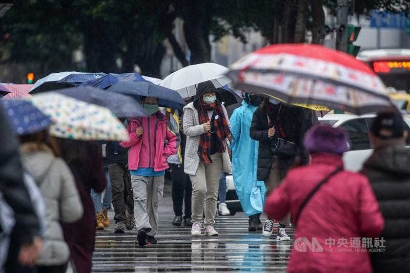 中央氣象局指出,大年初五(16日)下午起華南雲系移入水氣,中部以北地區會有降雨。(中央社檔案照片)