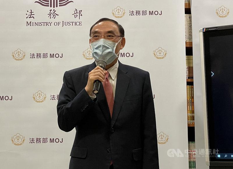 法務部長蔡清祥17日下午在媒體茶敘後受訪表示,司法界不當接觸案第2波調查進度都在進行當中,相信會在3 個月內盡快完成,「這個事件,希望早日能夠落幕」。中央社記者劉世怡攝  110年2月17日