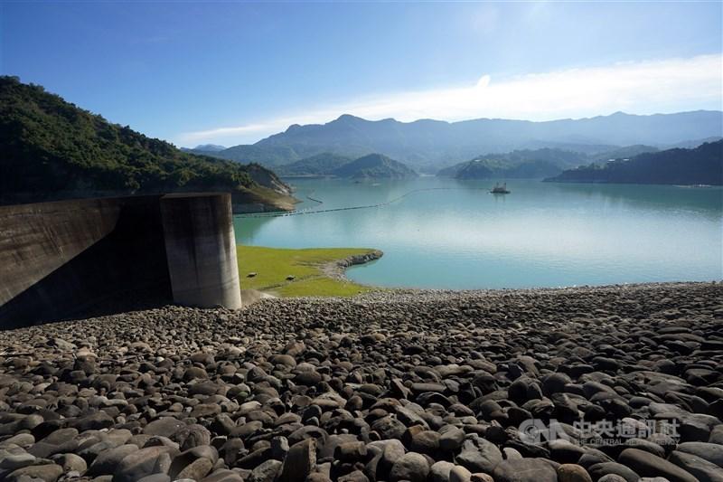 受到2020年降雨稀少的影響,中南部水庫難解渴,蓄水率跌破2成,如曾文水庫(圖)目前蓄水率僅14.9%。(中央社檔案照片)