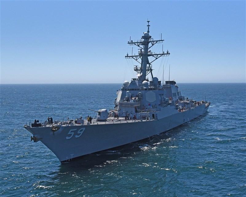 美軍驅逐艦「羅素號」17日航行通過中國聲稱擁有主權的南沙群島附近海域,這是近幾週來美軍第2度執行類似的巡航任務。(圖取自facebook.com/ussrussell)