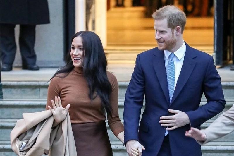 英國哈利王子(右)和妻子梅根(左)的2小時獨家專訪8日播出,梅根受訪透露曾有「不想活下去」的念頭,希望尋求幫助但遭拒絕。(圖取自instagram.com/meghanmarkle_official)