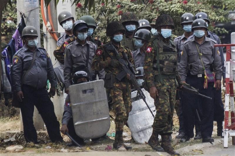 緬甸軍方發動政變,第二大城瓦城20日發生軍警以實彈射擊民眾的事件。(法新社)