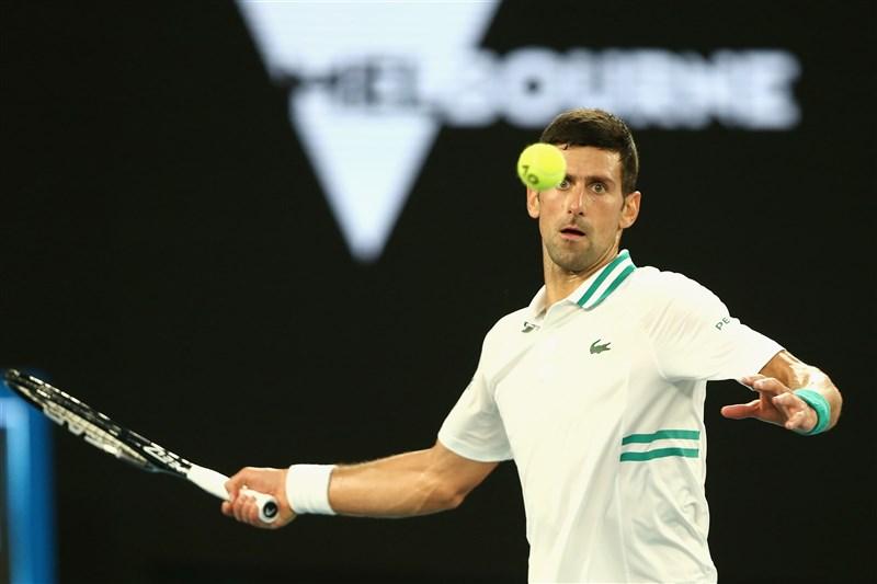 塞爾維亞世界網球天王喬科維奇(圖)21日以直落3擊退俄羅斯好手梅迪維夫,締造9度贏得澳網冠軍紀錄。(圖取自twitter.com/australianopen)
