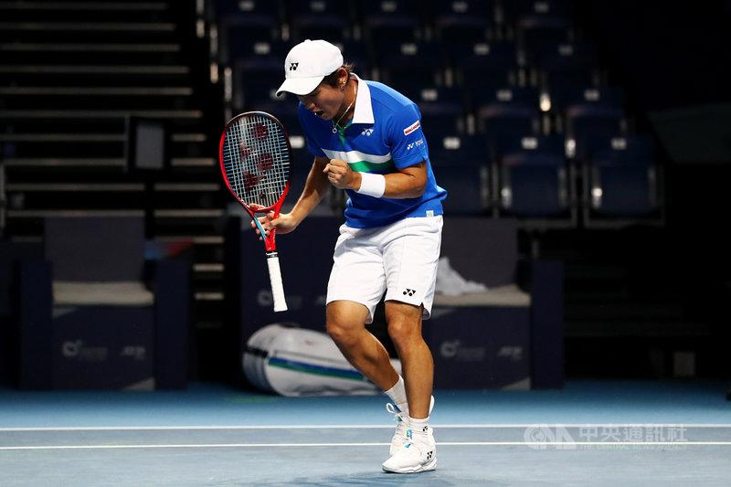 新加坡網球公開賽本週末登場的準決賽及決賽將開放球迷進場觀賽。圖為日本選手西岡良仁(Yoshihito Nishioka)24日比賽照片。(主辦單位提供) 中央社記者侯姿瑩新加坡傳真 110年2月24日