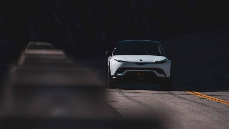 鴻海集團攜手Fisker打造品牌電動車產品,預計2023年量產。鴻海25日早盤股價走堅,最高來到新台幣116元。(圖取自facebook.com/Fiskerinc)