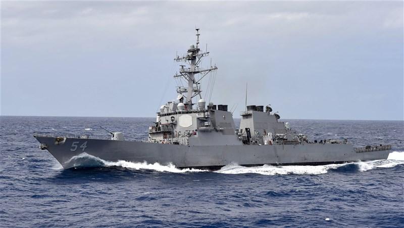 美軍第7艦隊司令部宣布,勃克級神盾驅逐艦「魏柏號」24日例行駛過台灣海峽。(圖取自美國國防部網頁defense.gov)