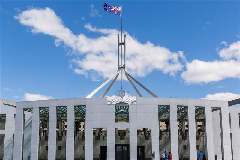 澳洲國會25日通過劃時代的立法,要求全球數位平台必須為刊登澳洲產製的新聞內容付費。圖為澳洲國會大廈。(圖取自facebook.com/visitAPH)