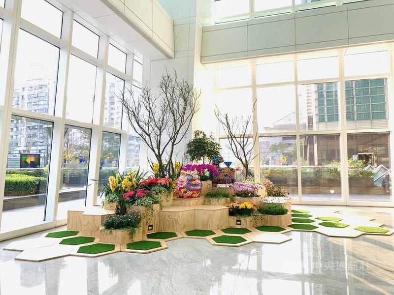 台北101 26日起舉辦「台灣花卉聯展」,希望藉由美學策展,將花卉展示在台北101各場域,展現國產花卉的美麗風采。(台北101提供)中央社記者楊舒晴傳真 110年2月26日