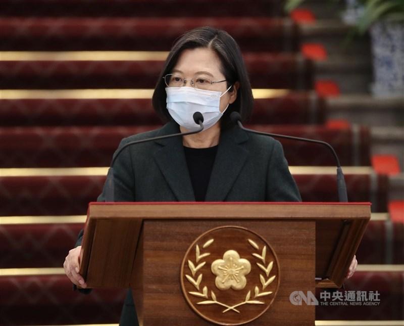 總統蔡英文(圖)26日表示,中國突襲式通知、片面暫停輸入台灣鳳梨,明顯非正常貿易考量。她表達譴責,並已指示農委會主委陳吉仲做好應變,立即協助農民。(中央社檔案照片)