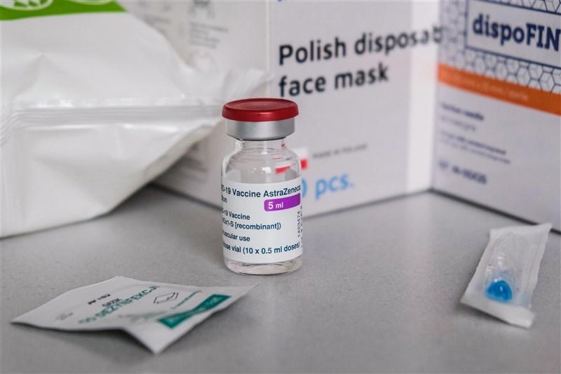 疫情指揮中心27日表示,除了代表國家出國的運動選手被列入武漢肺炎疫苗優先接種對象外,也會協助奧運團隊及週邊支援人員在安全狀況下參賽。圖為牛津AZ疫苗。(安納杜魯新聞社)