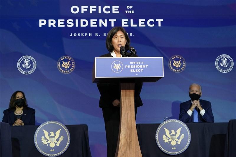 美國貿易代表提名人戴琪(前)25日表示,拜登政府視關稅課徵為有用的政策工具,並指出中國必須履行第一階段美中貿易協議承諾。(美聯社)