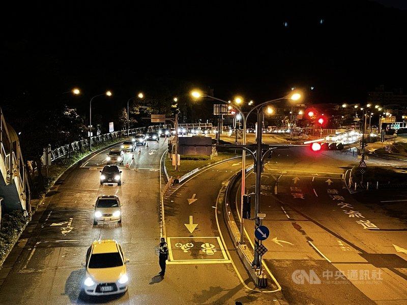 二二八連假第一天,蘇花改27日清晨一度湧現南下車潮,宜蘭端入口前一度回堵約3公里,警方加強交通疏導。(蘇澳警方提供)中央社記者沈如峰宜蘭縣傳真  110年2月27日