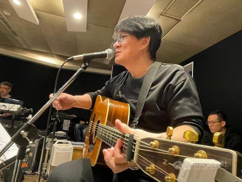 「國民歌王」周華健4月將第5度唱進台北小巨蛋,周華健年假結束後立即投入練團,備戰巡演。(滾石唱片提供)中央社記者葉冠吟傳真 110年2月28日