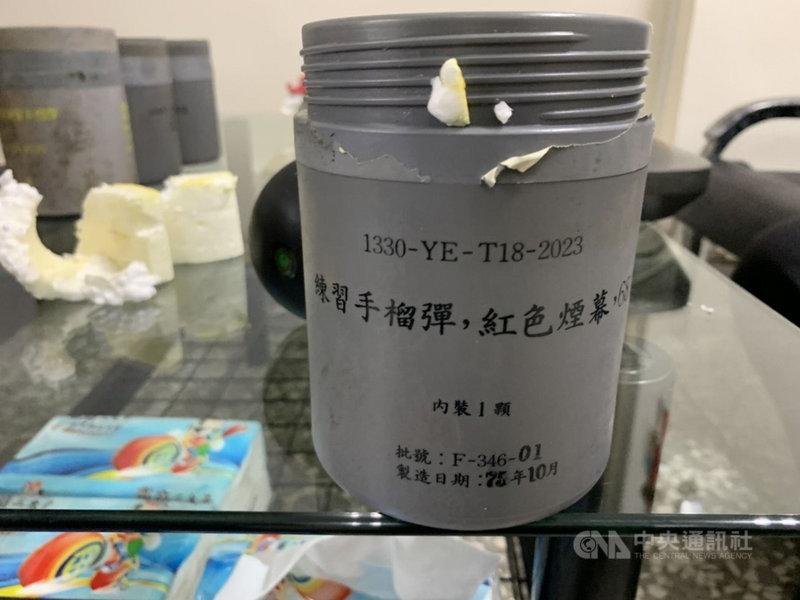台中市第二警分局文正派出所廢棄回收鐵櫃中,發現練習用手榴彈。(民眾提供)中央社記者趙麗妍傳真 110年3月1日