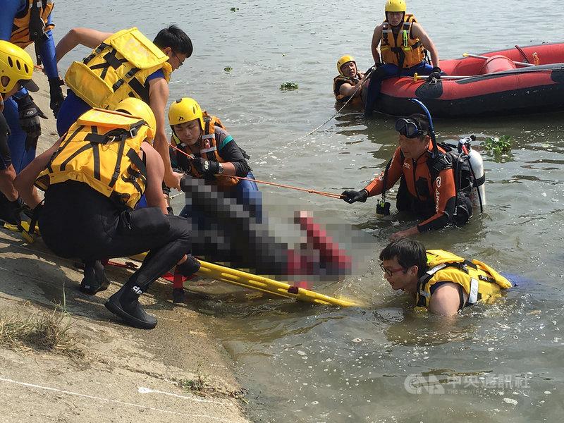台中、彰化交界的貓羅溪1日傳出有男子落水,消防局派員搜救,下午2時尋獲溺水者已身亡,事發原因待調查。(民眾提供)中央社記者趙麗妍傳真 110年3月1日
